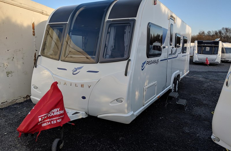 Touring Caravan for Sale: Bailey Pegasus Palermo 2016 5 berth twin axle bunk beds