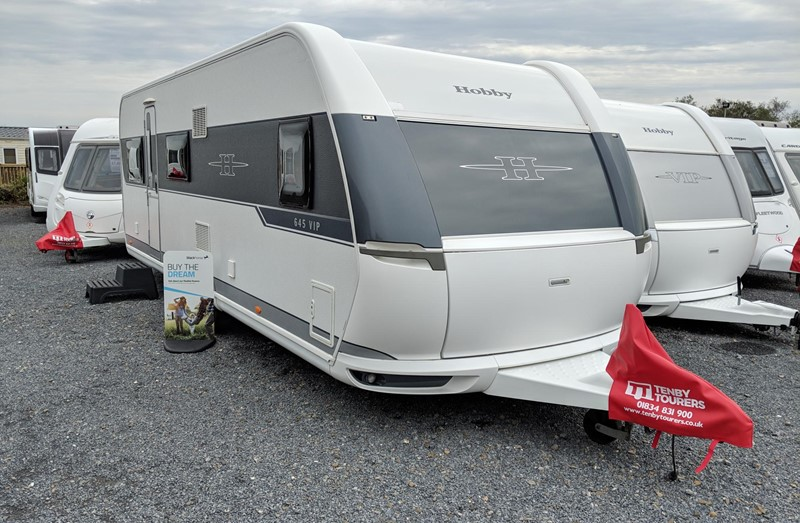 Touring Caravan for Sale: Hobby VIP 645 2014 Twin axle fixed bed 5 berth