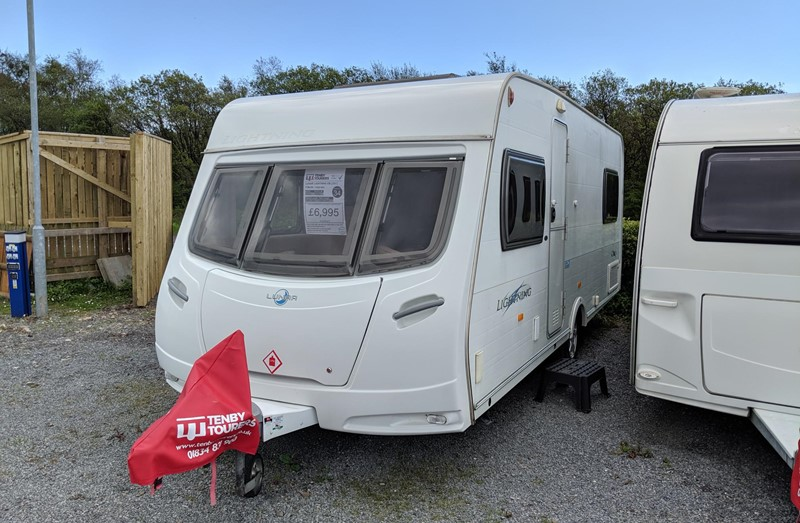 Touring Caravan for Sale: 34. Lunar Lightning EB 2007 Fixed bed 4 berth
