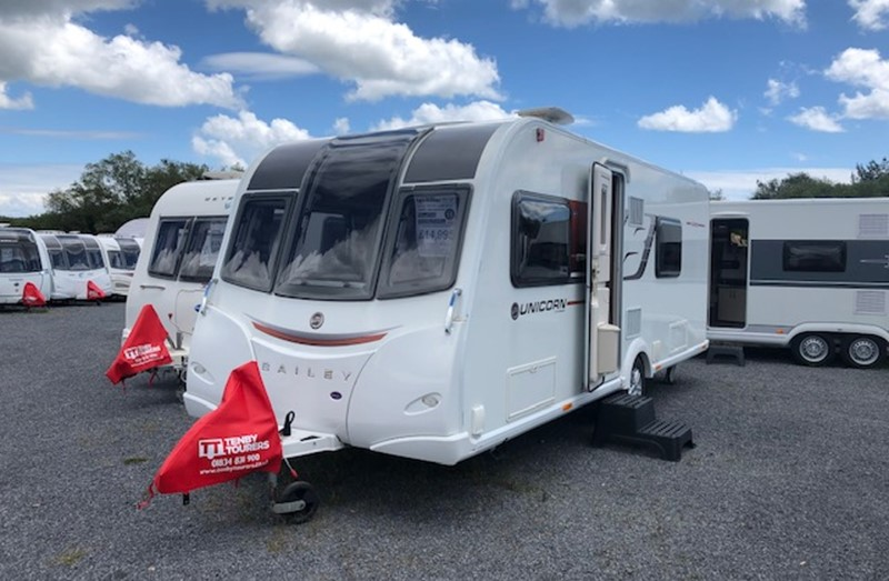 Touring Caravan for Sale: Bailey Unicorn Cadiz 2015 Fixed Single Beds
