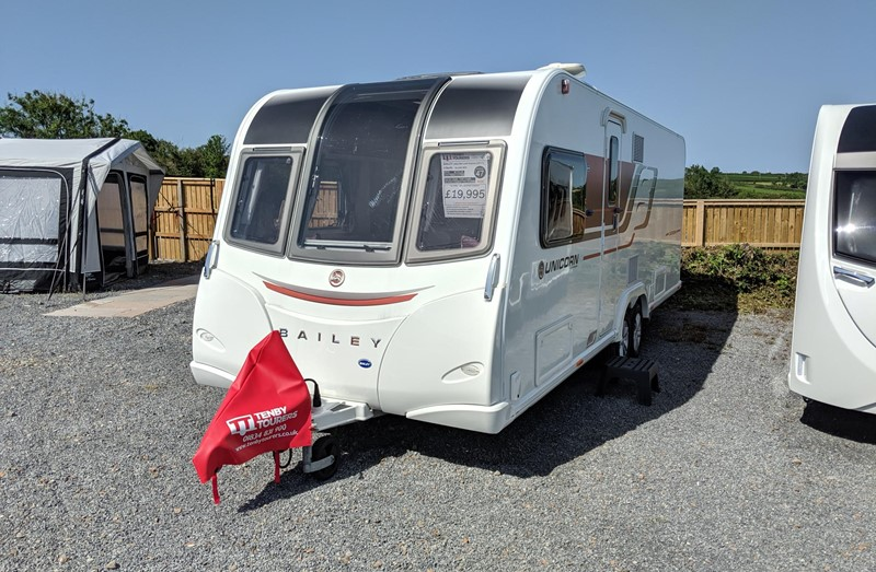 Touring Caravan for Sale: Bailey Unicorn Cartegena 2017 island bed twin axle