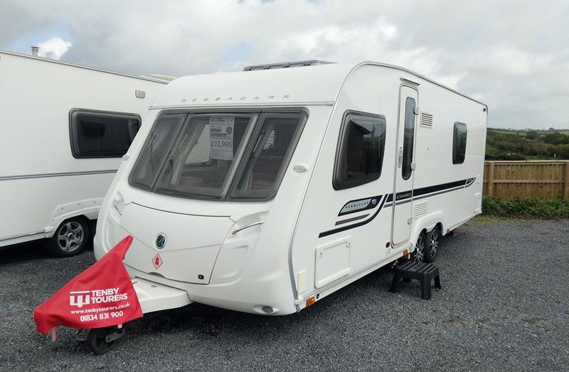 Touring Caravan for Sale: Bessacarr Cameo 625GL 2010 Fixed bed twin axle 4 berth