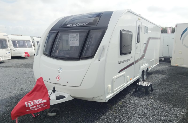 Touring Caravan for Sale: Swift Challenger SE 645 2014 Island bed Twin axle 4 berth