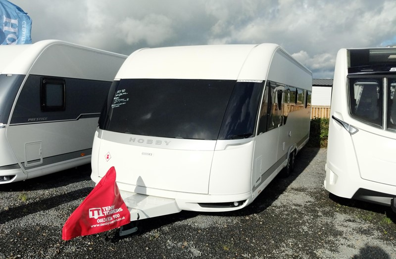 Touring Caravan for Sale: New Hobby Premium 650UKFE 2019 Fixed bed bunks twin axle 6 berth
