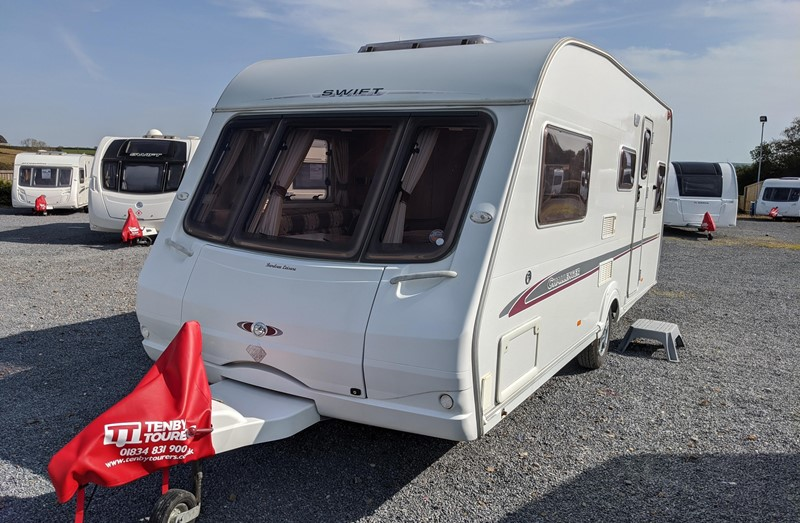 Touring Caravan for Sale: Swift Challenger 550 2005 4 berth fixed double bed motor-mover