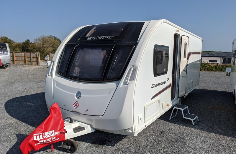 Touring Caravan for Sale: Swift Challenger SE 580 2014 Fixed transverse island bed 4 berth