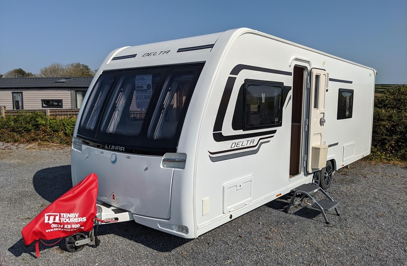 Touring Caravan for Sale: Lunar Delta TS 2016 Twin axle fixed single beds 4 berth motor-mover