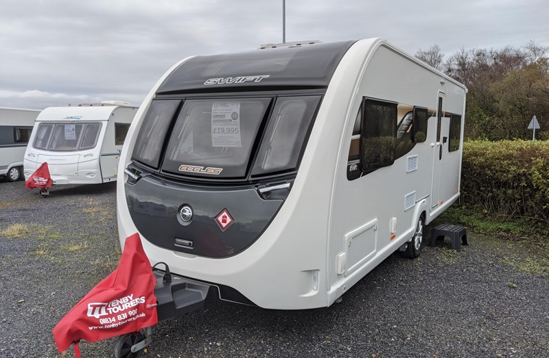 Touring Caravan for Sale: Swift Eccles Anniversary Edition 590 2020 Nearly new 6 berth family layout bunk beds powrtouch motor-mover
