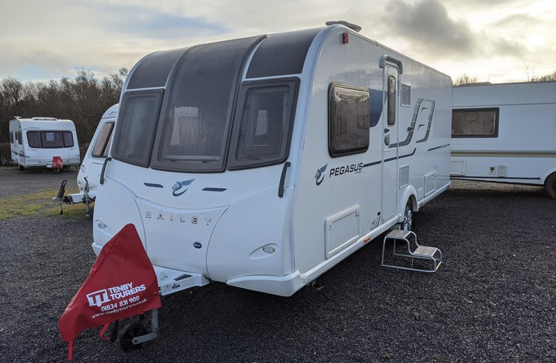 Touring Caravan for Sale: Bailey Pegasus Brindisi 2017 Transverse Island Fixed Bed End Washroom motor-mover 4 berth