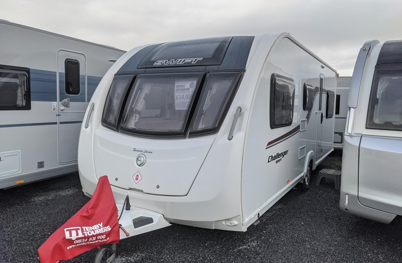 Touring Caravan for Sale: Swift Challenger Sport 586 2015 6 Berth Fixed Bunk Beds Motor-mover